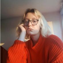 Female Student seeking roomshare