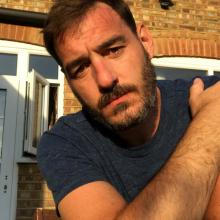 Male Professional, Dan Carpenter, seeking flatmate
