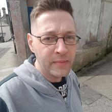 Female Professional, Tony, seeking flatmate