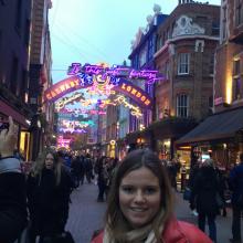 Female Professional, Olivia, seeking flatmate in Clapham