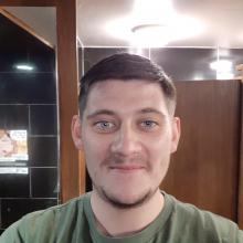 Male Professional, Conor, seeking flatmate in Hackney