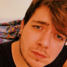 Male Professional, Javier, seeking flatmate in Ealing Broadway