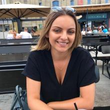 Female Professional, Amira, seeking flatmate in City Centre Manchester