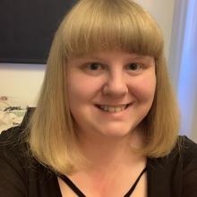Female Professional, Zoe, seeking flatmate in East London