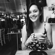Female Professional, Emilie, seeking flatmate