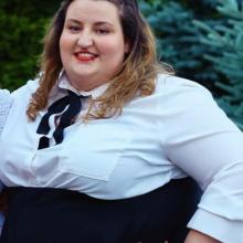 Female Professional, Karolina, seeking flatmate