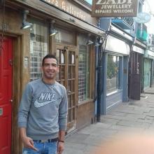 Female Professional, Younes, seeking flatmate in West London