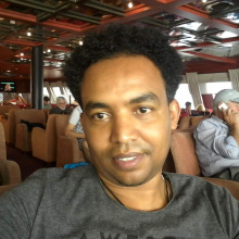 Male Professional, Henok, seeking flatmate