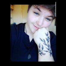 Female Professional, Shannon, seeking flatmate in Bagshot