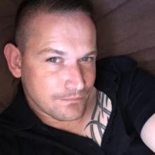 Male Professional, Wayne, seeking flatmate in Thurrock