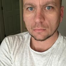 Male Professional, Simon, seeking flatmate in Birmingham