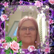 Female Professional, Danuta, seeking flatmate
