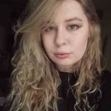 Female Student seeking roomshare in Leeds