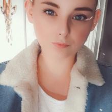 Female Professional seeking roomshare in Leeds
