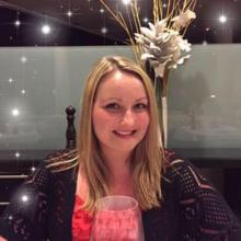 Female Professional, Laura, seeking flatmate in E18 2FE