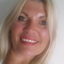 Female Professional seeking roomshare in Huddersfield