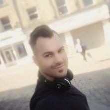 Freelancer/self employed, Chris , seeking flatmate