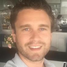 Male Professional, Michael, seeking flatmate in London, United Kingdom
