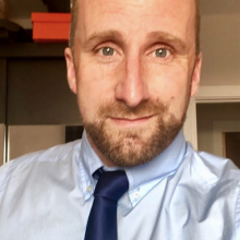 Professional, Aaron, seeking flatmate