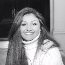 Professional, Tatjana, seeking flatmate in North London
