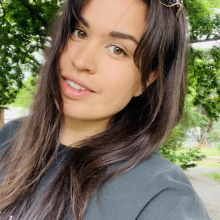 Female Professional, Caity , seeking flatmate in London