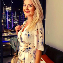 Female Professional, Mags, seeking flatmate in Zone 1