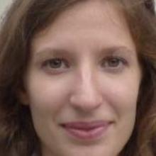 Female Professional, Delphine , seeking flatmate in Greenwich