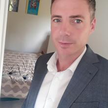 Professional, Daniel, seeking flatmate