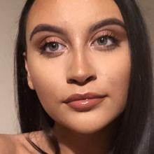 Female Professional, Yasmin, seeking flatmate in Wembley