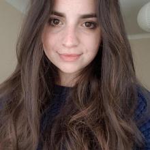 Female Student, Dóra, seeking flatmate in Bradford