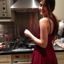 Professional, Isabella, seeking flatmate in London, United Kingdom