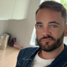 Professional, Daniel, seeking flatmate in London