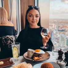 Professional, Emma, seeking flatmate in Manchester