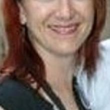 Professional, Debbie, seeking flatmate in West Hill