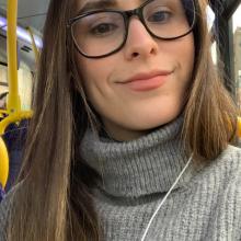 Female Professional, Maria Camila Cadena, seeking flatmate in London