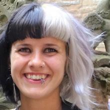 Female Professional, Ana, seeking flatmate