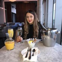 Professional, Courtney, seeking flatmate in London