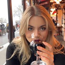 Female Professional, Francisca, seeking flatmate in South London