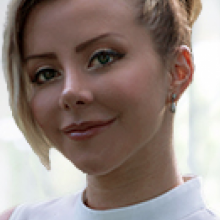 Professional, Lorena, seeking flatmate