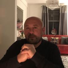 Male Professional, Peter, seeking flatmate in Stafford