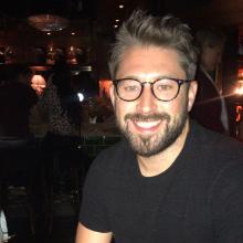 Professional, Peter, seeking flatmate in West London