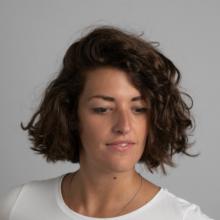 Professional, Giulia, seeking flatmate
