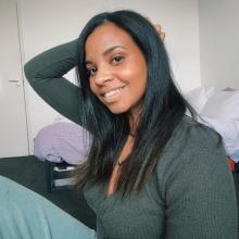 Professional, Elodie, seeking flatmate