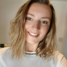 Female Professional, Emma, seeking flatmate in North West London