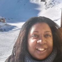 Female Professional, Samantha, seeking flatmate in Greater London