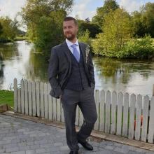 Professional, Dave, seeking flatmate