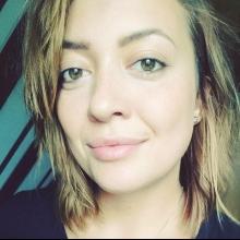 Female Professional, Lowenja, seeking flatmate in London