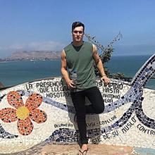 Male Professional, Jake, seeking flatmate in Angel