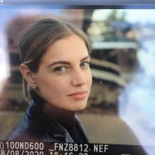 Professional, Veronica, seeking flatmate