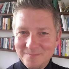 Male Professional, Peter, seeking flatmate